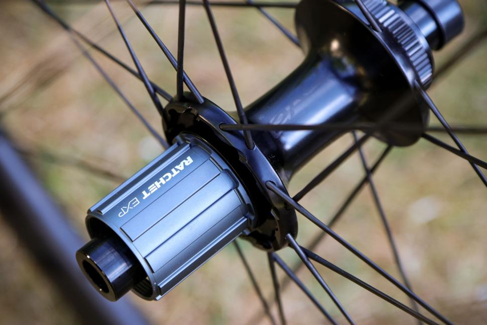 2020-roval-alpinist-clx-wheelset-rear-hub-1