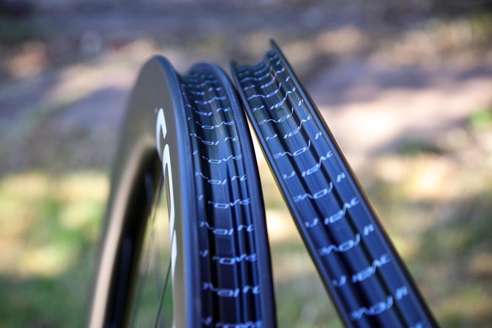 2020-roval-rapide-clx-wheelset-rim-bed